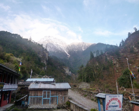 Passing through the village of Danaque on the way up to Manang