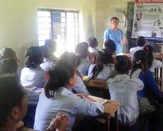 Chandra Rai giving a talk on bite avoidance and the safe handling of dogs to a class of Sauraha schoolchildren